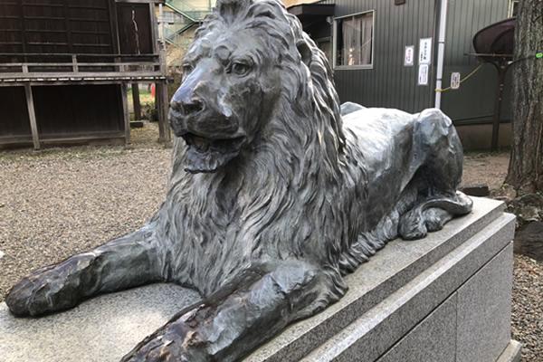 三囲神社ライオン