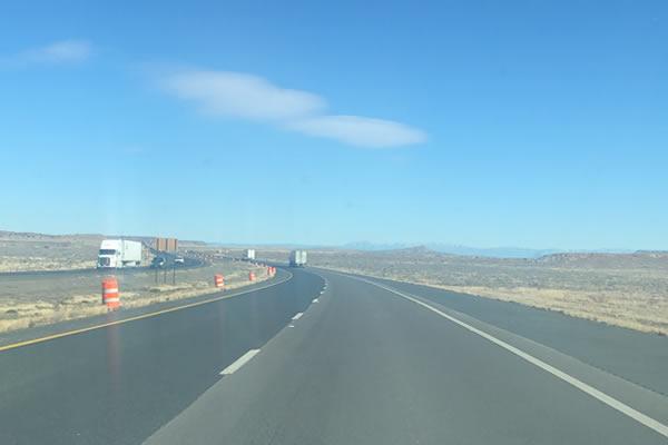 アメリカの広大な道路